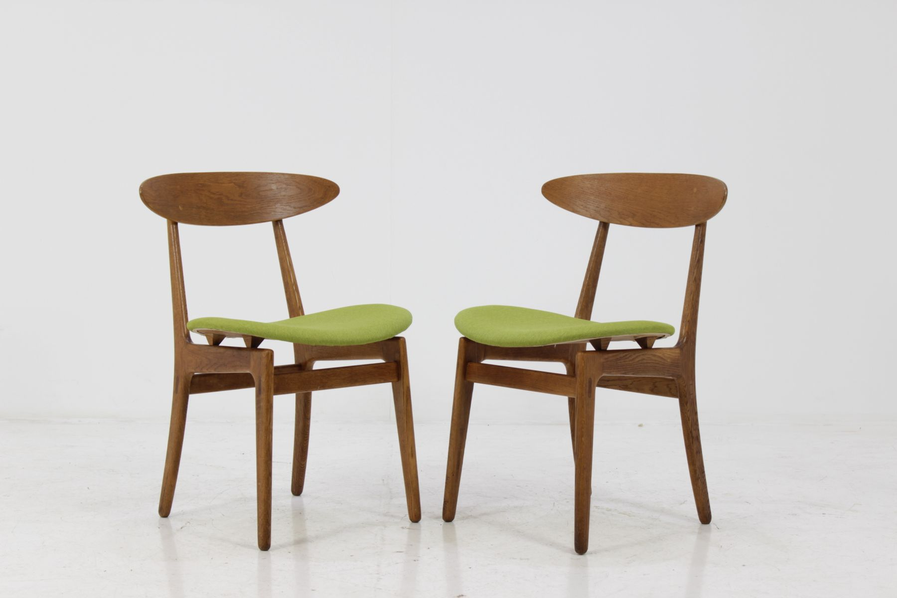 skandinavische eichenholz st hle 1960 2er set bei pamono kaufen. Black Bedroom Furniture Sets. Home Design Ideas