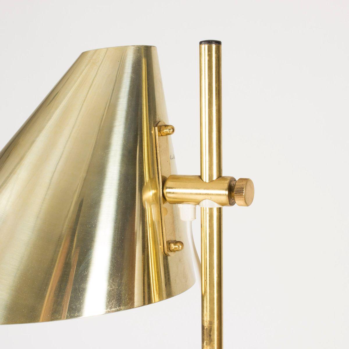 stehlampe aus messing mit zwei schirmen von hans agne. Black Bedroom Furniture Sets. Home Design Ideas