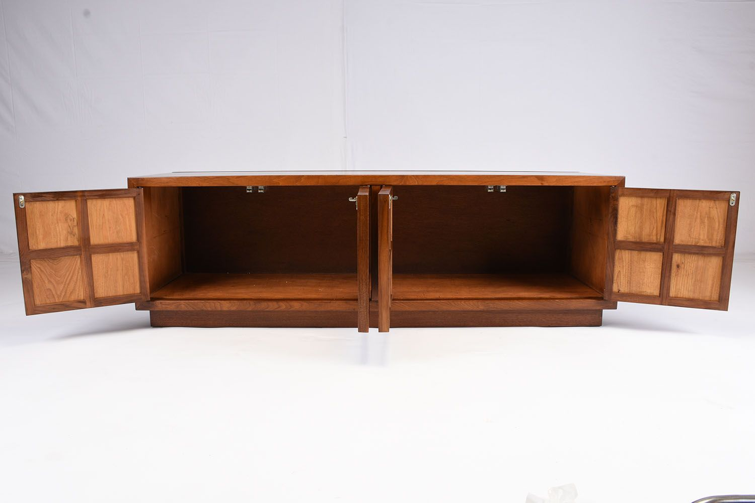 Mid Century Modern Credenza Or Cabinet For Sale At Pamono