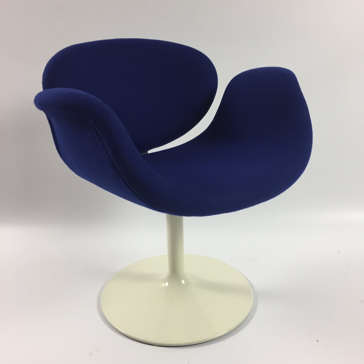Blue little tulip armchair by pierre paulin for artifort for Small blue armchair