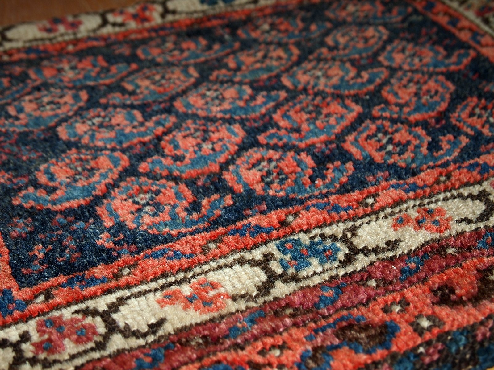 antiker handgekn pfter persischer malayer teppich bei. Black Bedroom Furniture Sets. Home Design Ideas