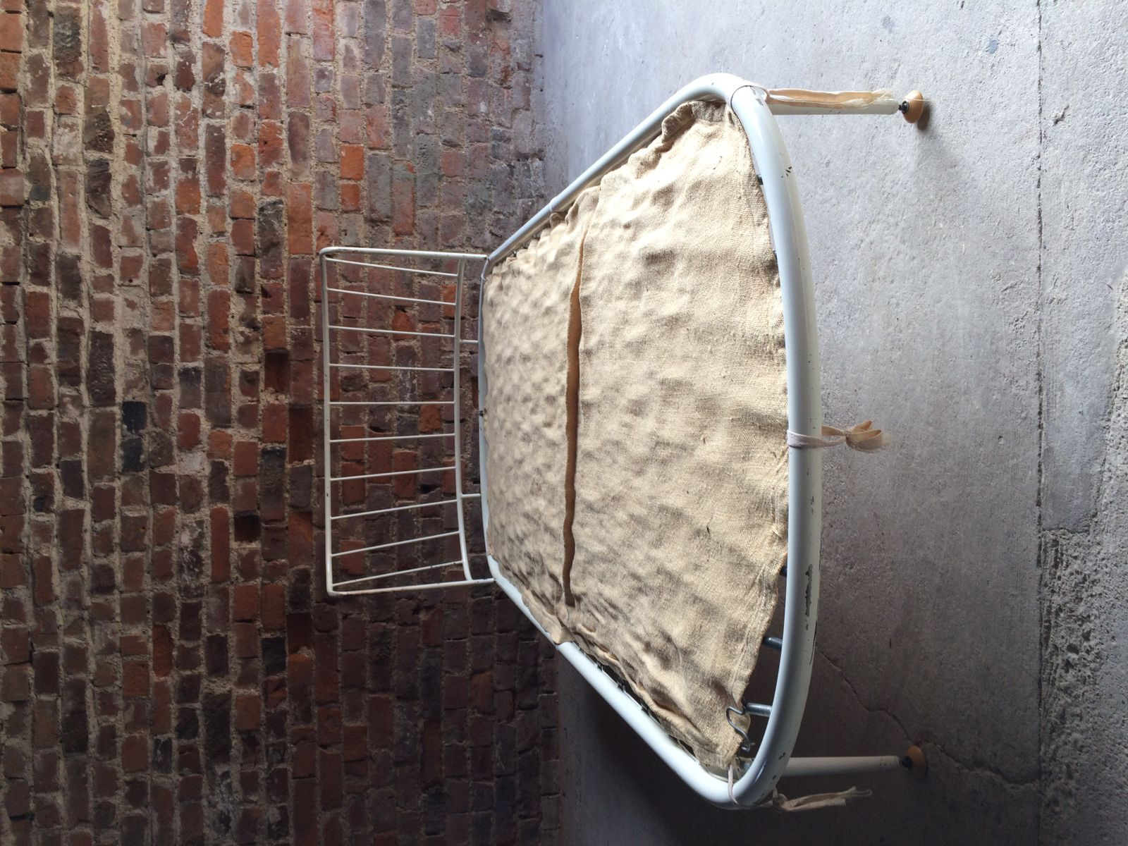 wei es mid century metall tagesbett mit matratze 1950er bei pamono kaufen. Black Bedroom Furniture Sets. Home Design Ideas