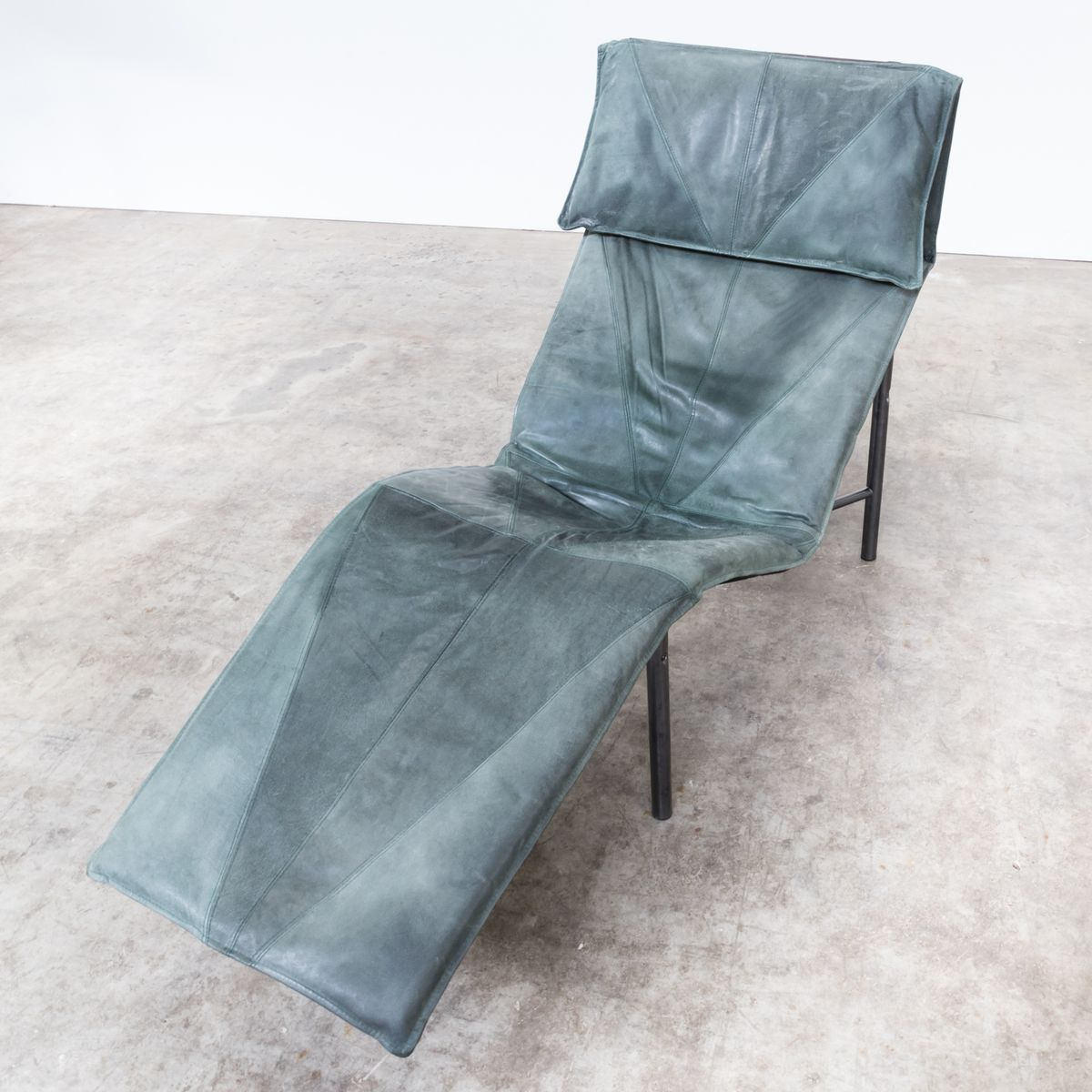 Skye leather lounge chair by tord bj rklund 1980s for for Chaise longue for sale ireland