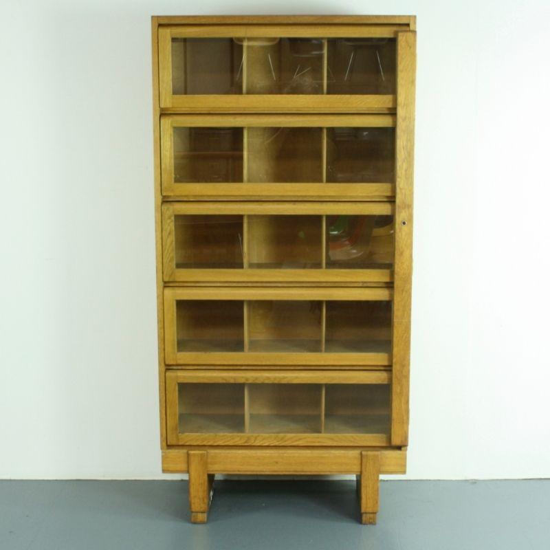 vintage eiche b cherregal von staverton 1950er bei pamono. Black Bedroom Furniture Sets. Home Design Ideas