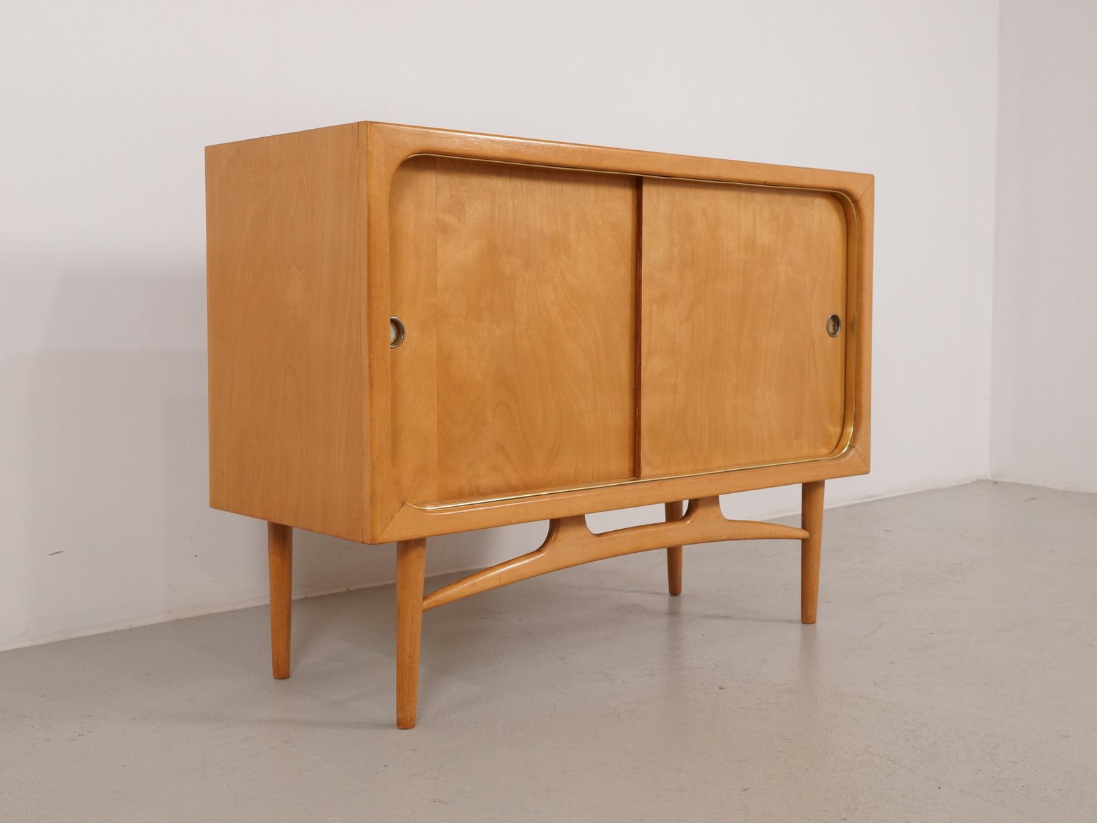 kleines sideboard oder schr nkchen 1960er bei pamono kaufen. Black Bedroom Furniture Sets. Home Design Ideas