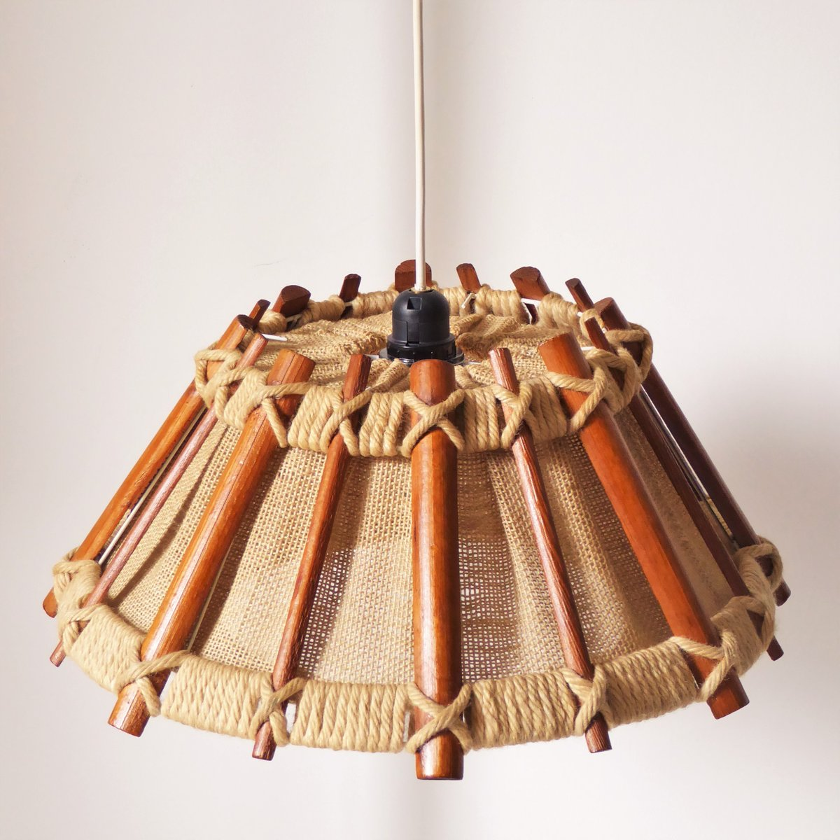 skandinavisch h ngelampe aus holz seil 1960er bei pamono kaufen. Black Bedroom Furniture Sets. Home Design Ideas