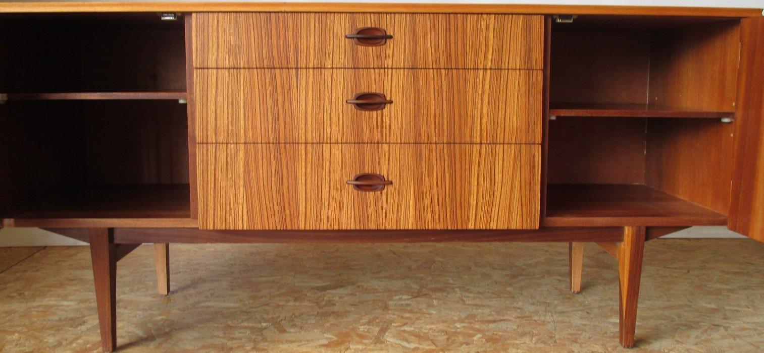 kleines teak sideboard von eon bei pamono kaufen. Black Bedroom Furniture Sets. Home Design Ideas