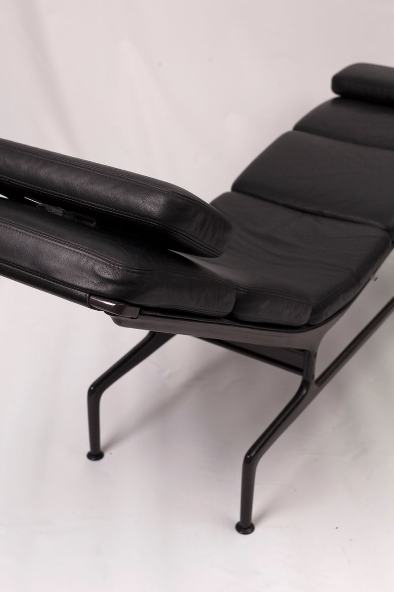 Mid century soft pad chaise by charles ray eames for for Eames chaise