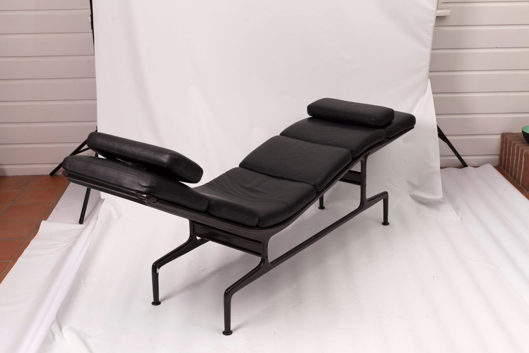 Mid century soft pad chaise by charles ray eames for for Chaise charles eames ebay