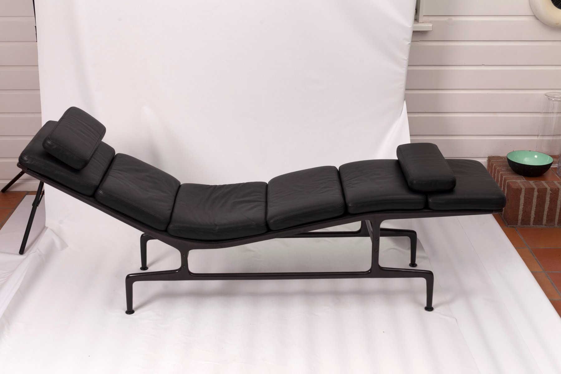 Mid century soft pad chaise by charles ray eames for for Chaise haute charles eames