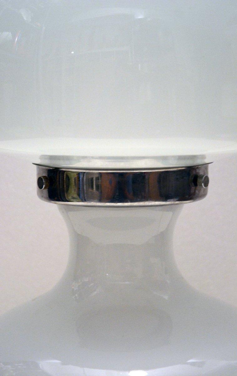 murano tischlampe aus geblasenem lattimo glas mit elementen aus chrom von vistosi 1970er bei. Black Bedroom Furniture Sets. Home Design Ideas
