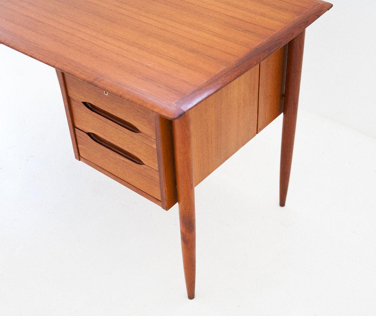 d nischer teak schreibtisch 1950er bei pamono kaufen. Black Bedroom Furniture Sets. Home Design Ideas