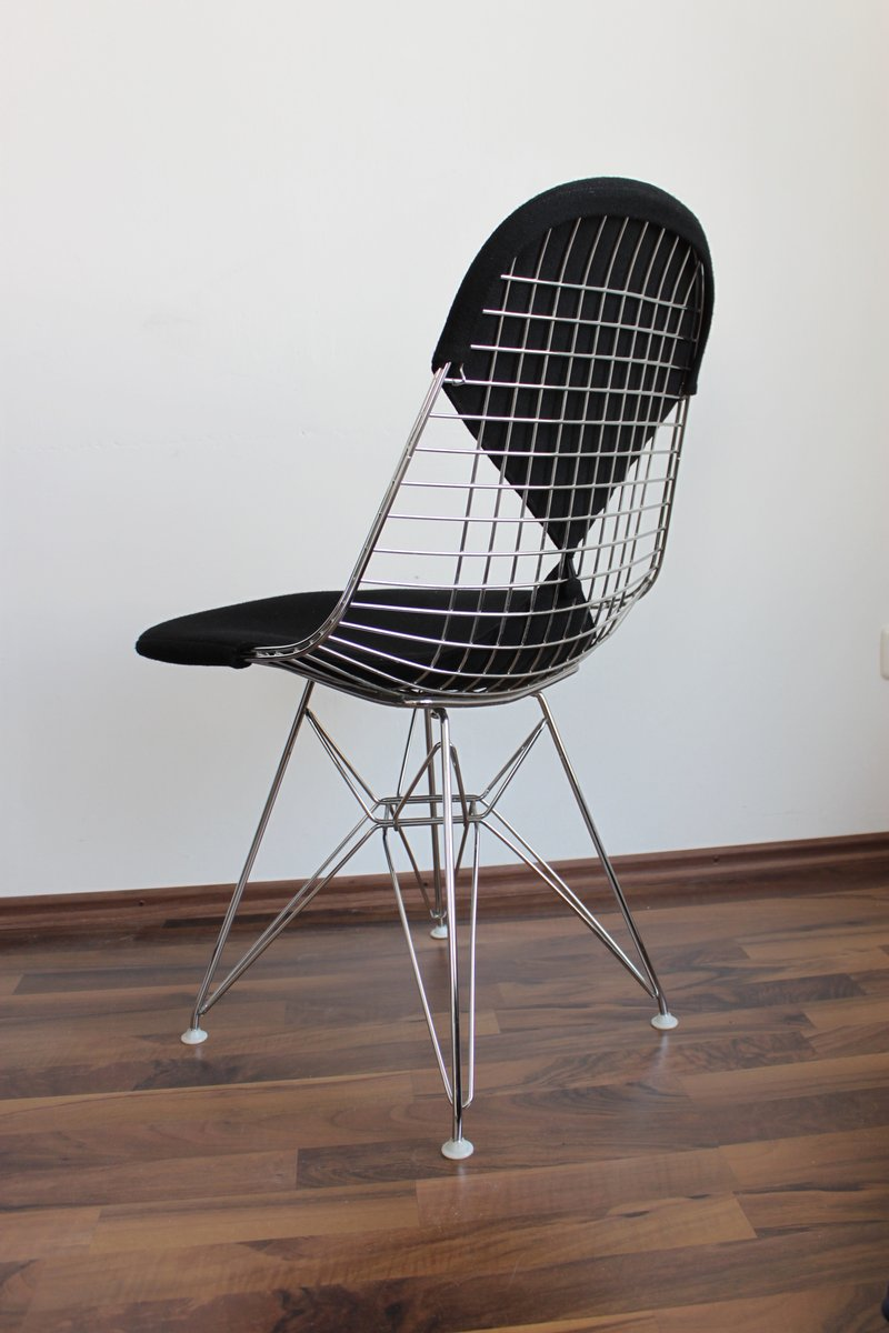Dkr 2 wire chair with bikini upholstery from vitra design for Designer charles eames