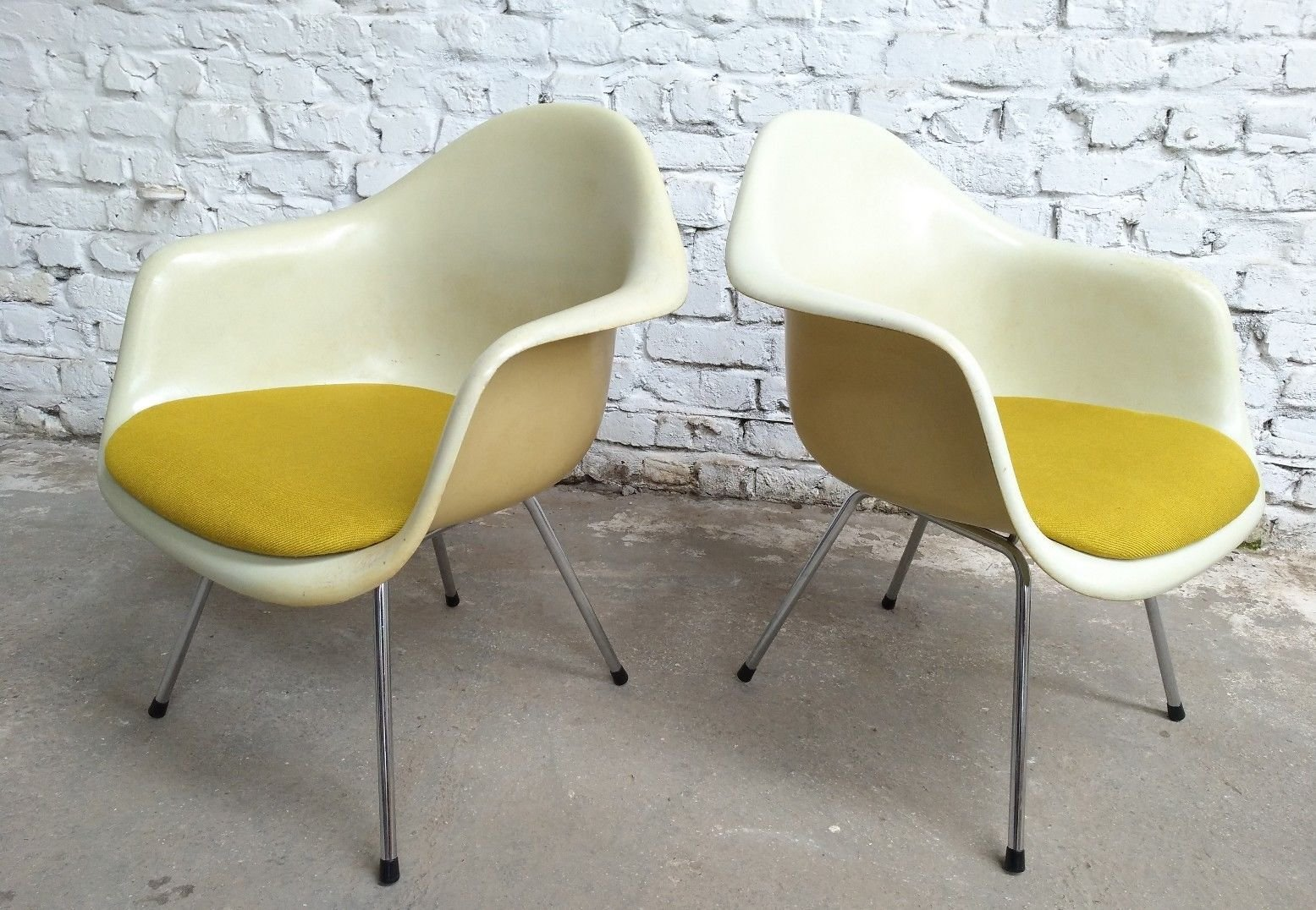 Lax easy lounge chairs by charles ray eames for mobilier for Mobilier