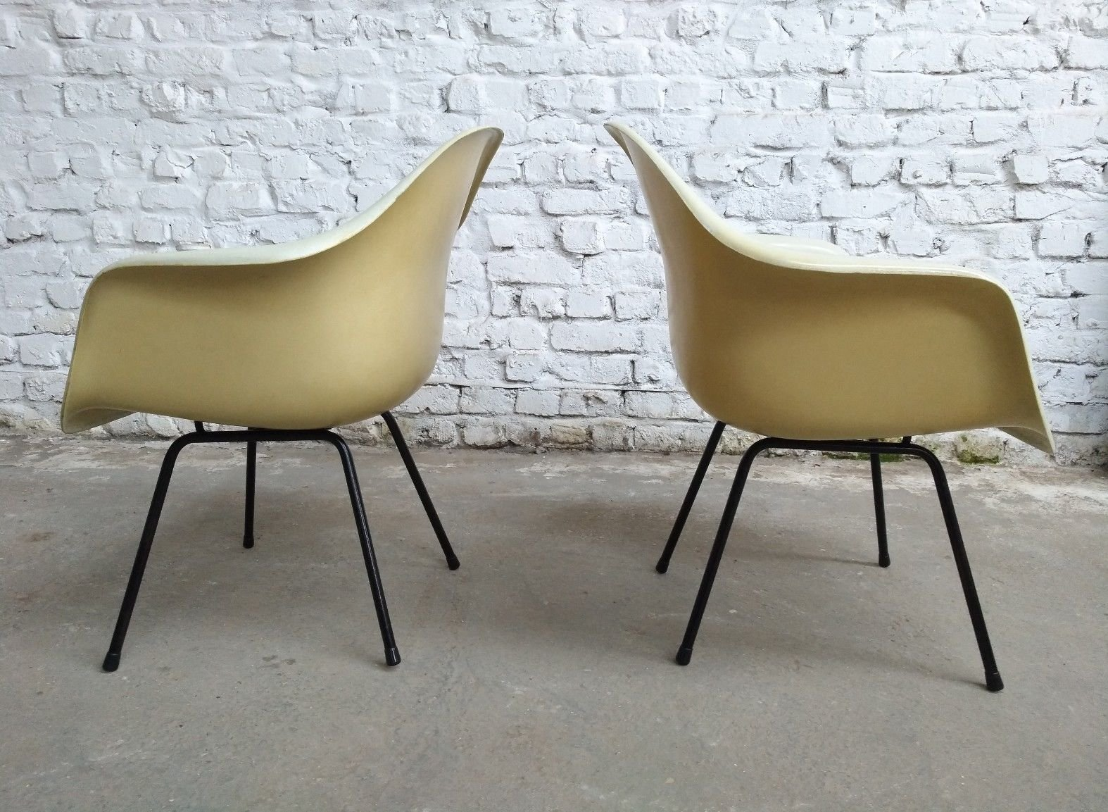 Lax easy lounge chairs by charles ray eames for mobilier for Mobilier international eames