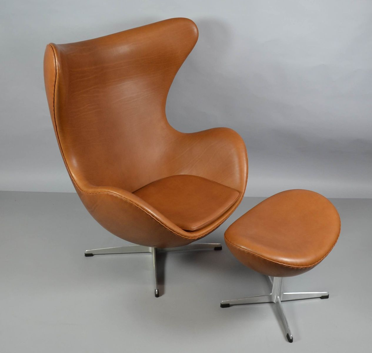leather egg chair with ottoman by arne jacobsen for fritz hansen 1970s for sale at pamono. Black Bedroom Furniture Sets. Home Design Ideas