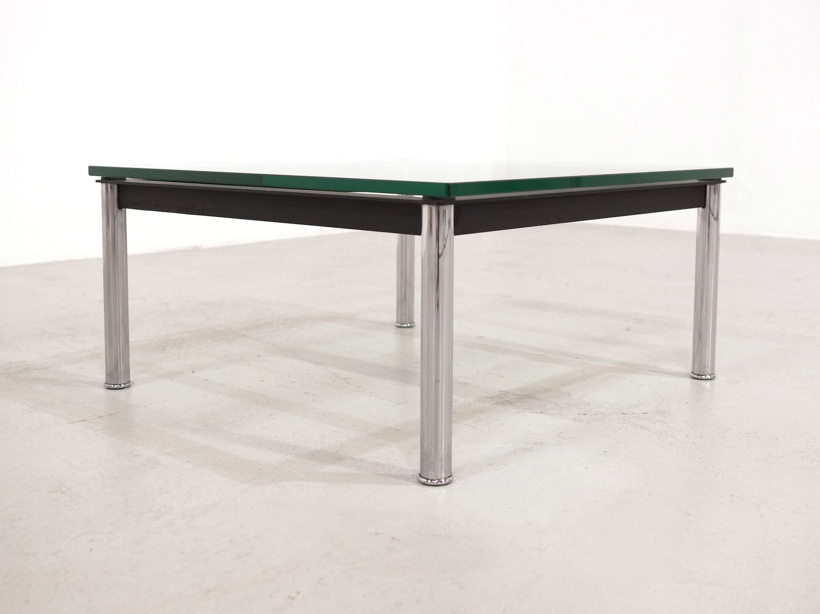 table basse lc10 en verre par le corbusier pour cassina, 1980s en