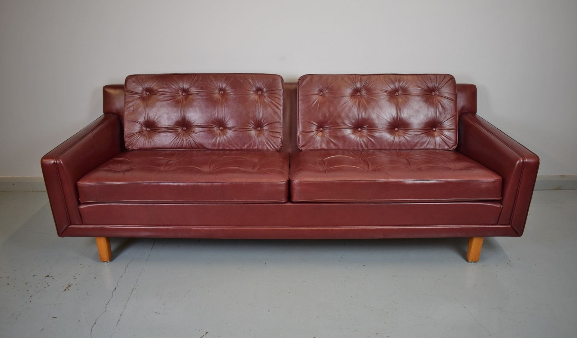 Burgundy Leather Sofa Slumberland Gallery Collection Burgundy Sofa