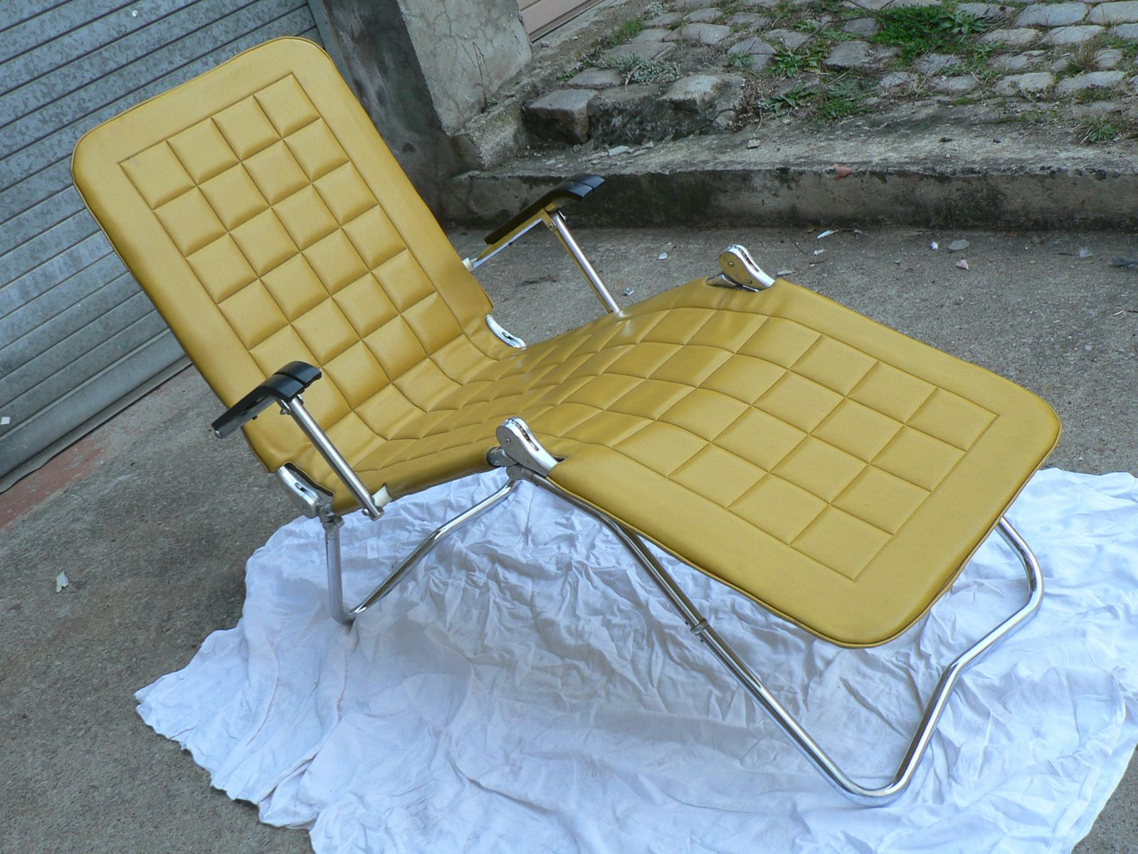Chaise longue in skai 1960s for sale at pamono for Chaise longue for sale uk