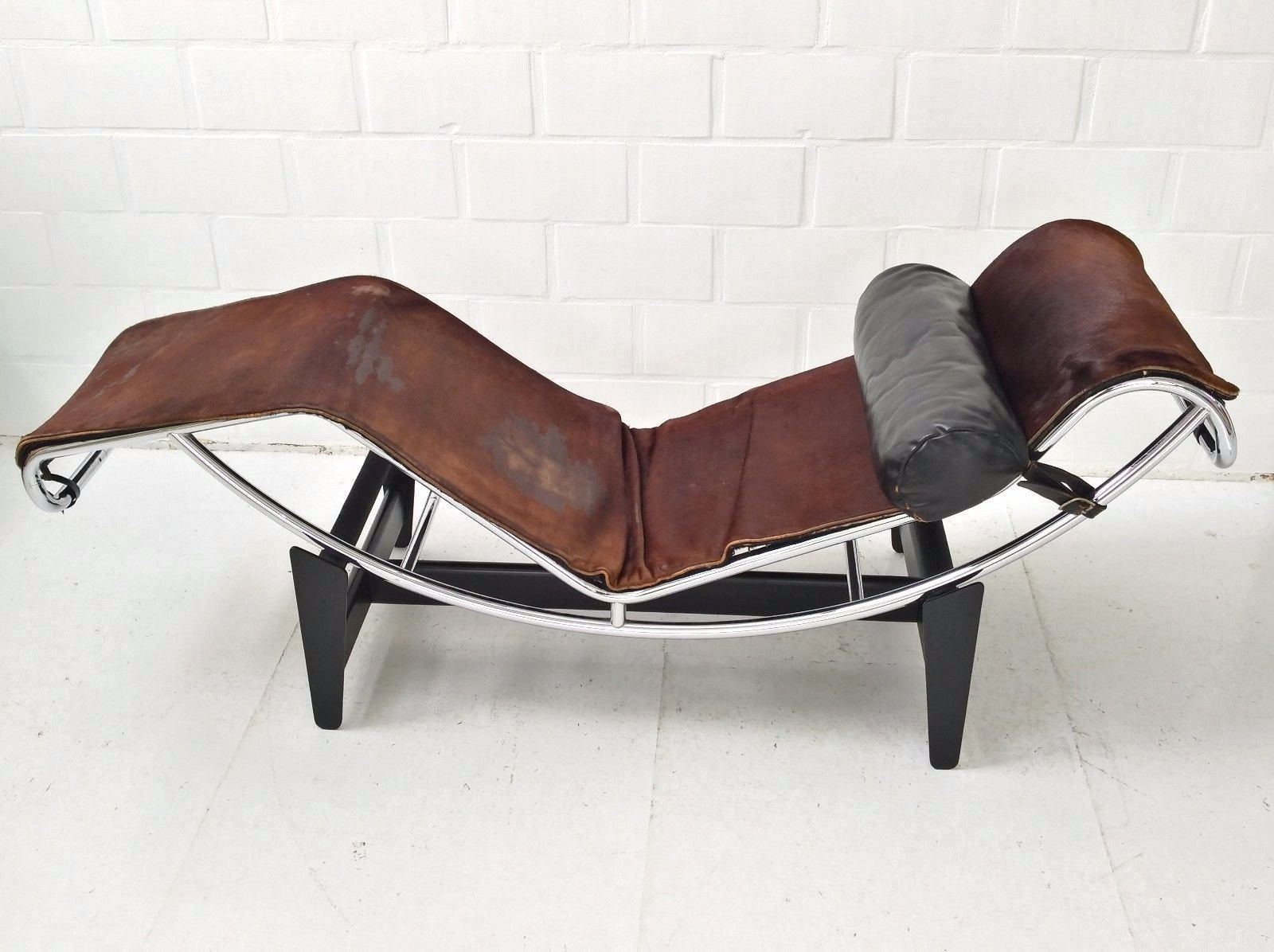 Lc4 chaise longue by le corbusier charlotte perriand for Chaise le corbusier