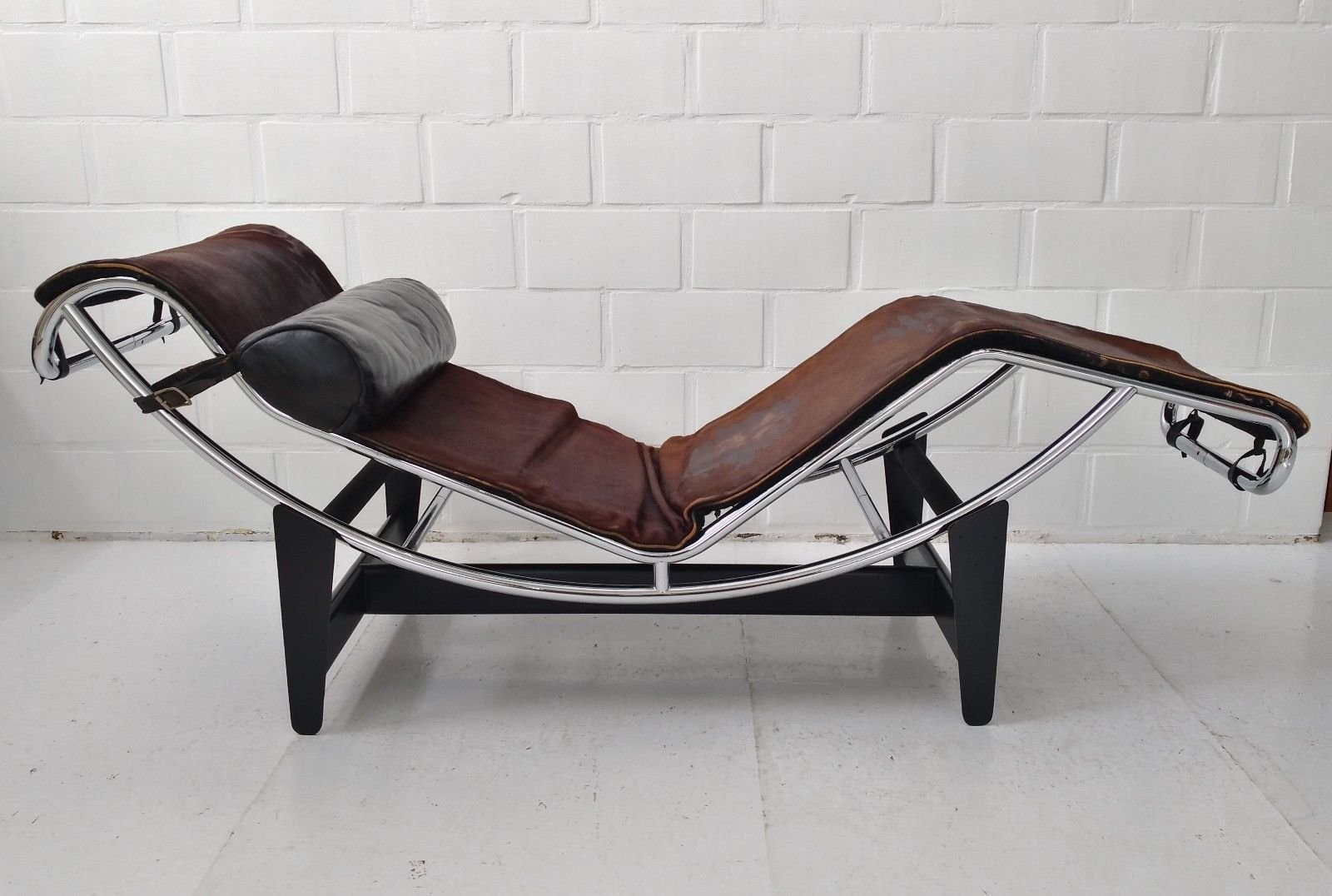 Lc4 chaise longue by le corbusier charlotte perriand for Chaise longue for sale