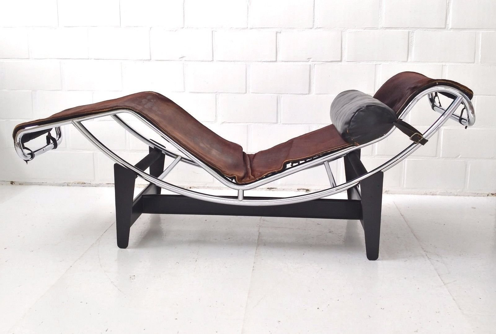 Lc4 chaise longue by le corbusier charlotte perriand for Chaise longue carrefour