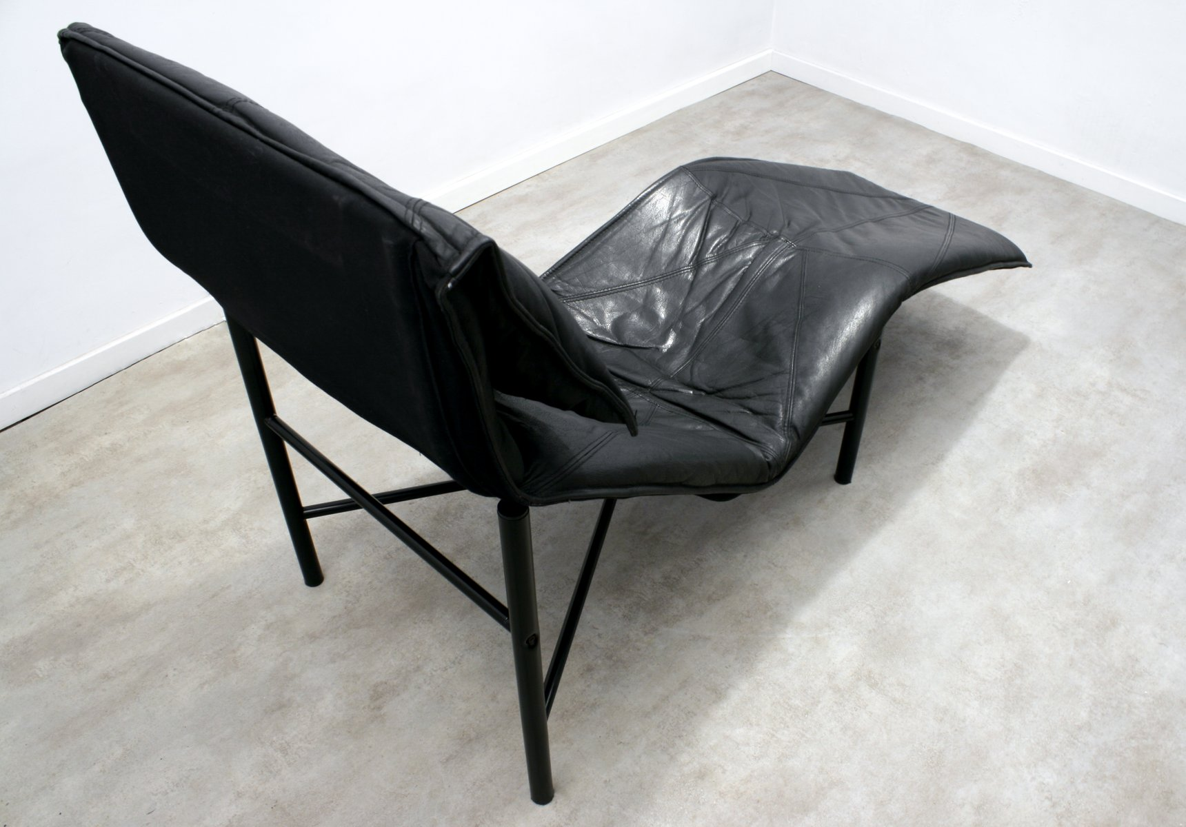 Black leather skye chaise longue by tord bj rklund for for Black leather chaise longue