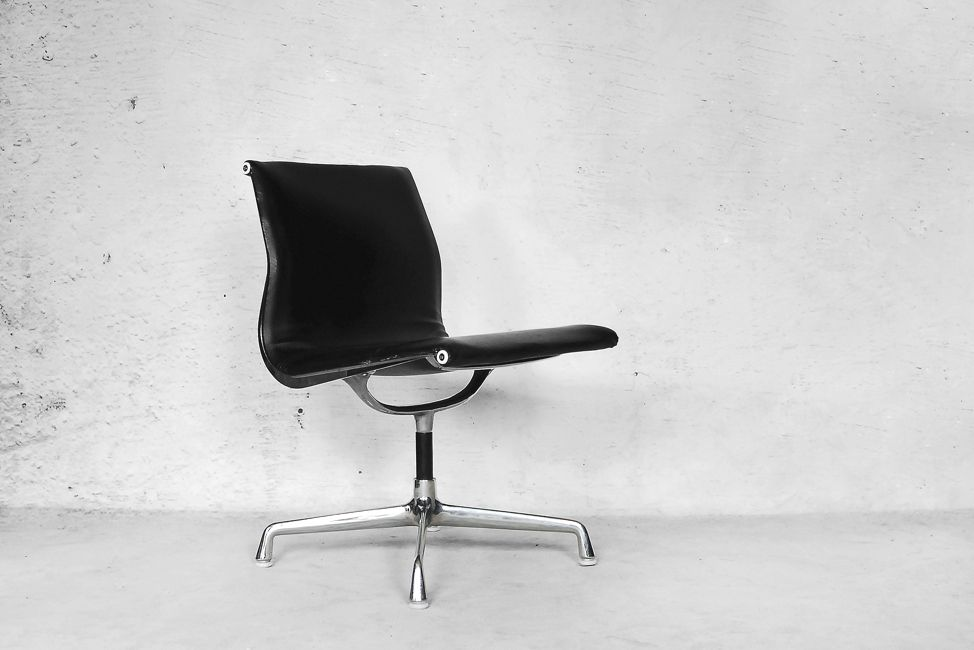 leather alu ea105 chair by charles ray eames for herman. Black Bedroom Furniture Sets. Home Design Ideas