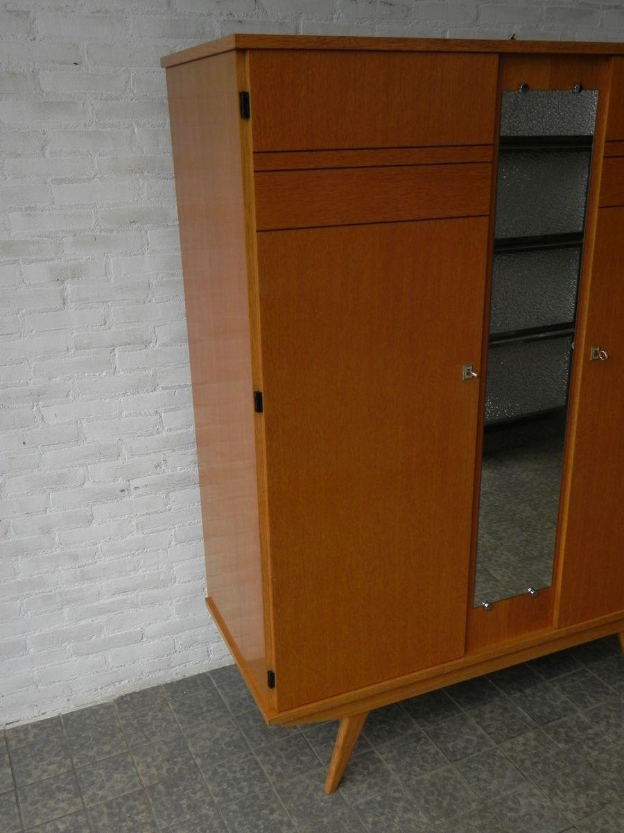 vintage kleiderschrank mit spiegel und zwei t ren bei. Black Bedroom Furniture Sets. Home Design Ideas