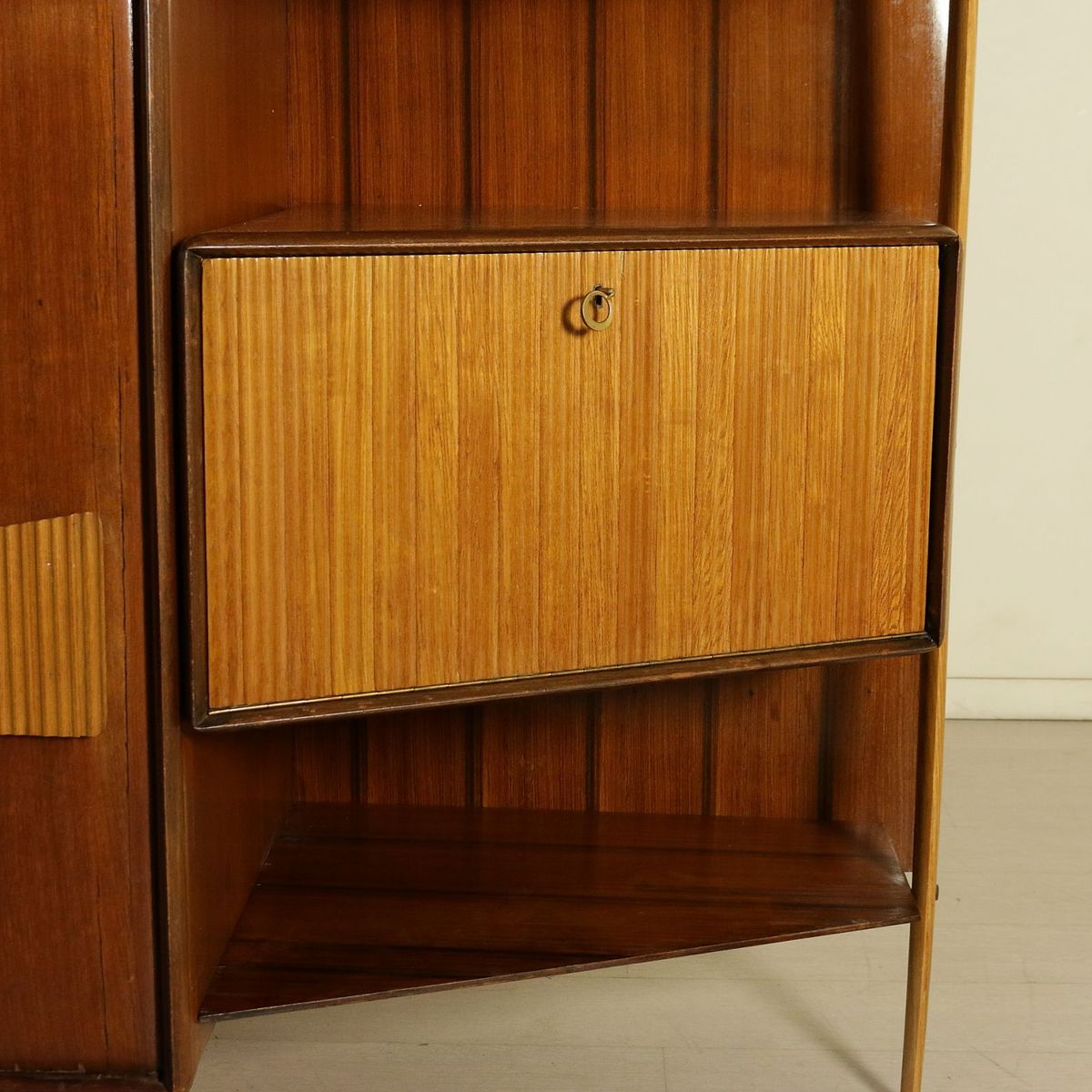 Italian cabinet in mahogany veneer and glass 1950s for for Italian cabinets