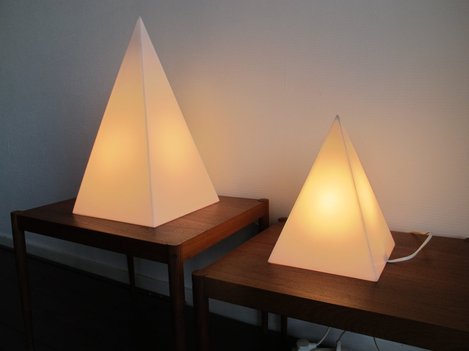 Vintage pyramiden lampen 1970er 2er set bei pamono kaufen for Lampen niederlande