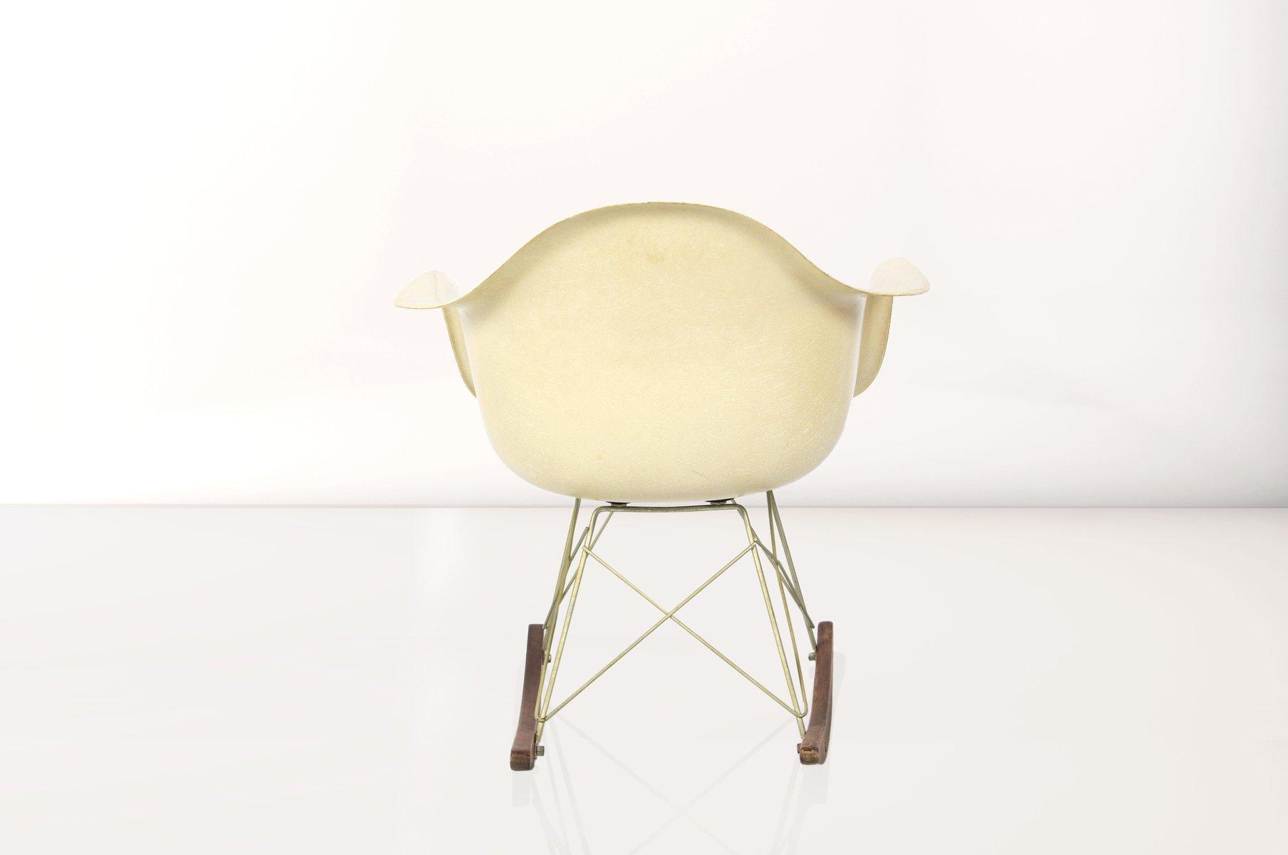 rocking chair rar par charles et ray eames pour herman miller 1960s en vente sur pamono. Black Bedroom Furniture Sets. Home Design Ideas