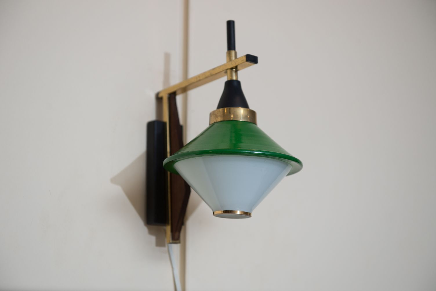 Mid-Century Italian Wall Sconce for sale at Pamono