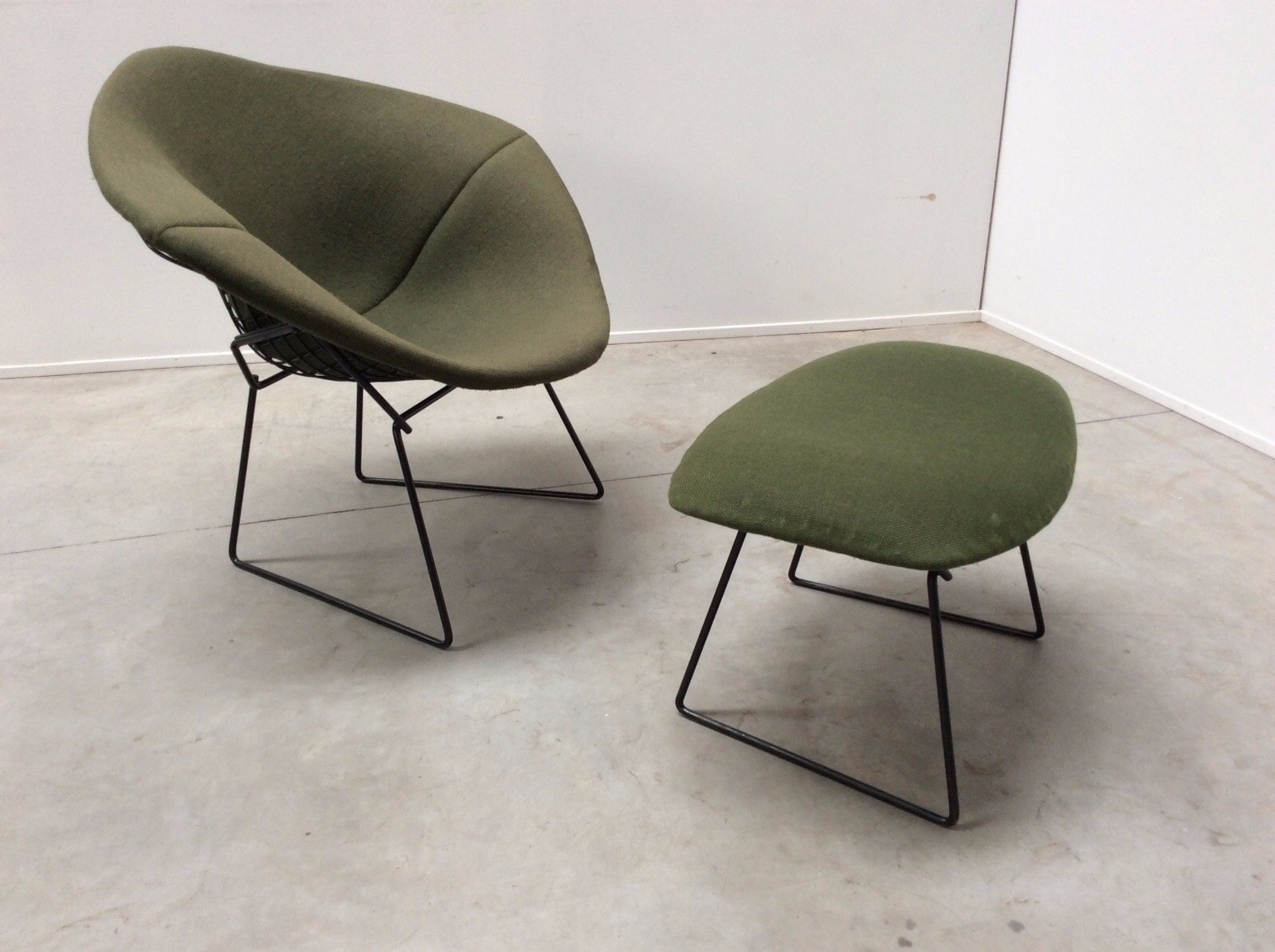 vintage diamond chair and ottoman by harry bertoia for knoll international for sale at pamono. Black Bedroom Furniture Sets. Home Design Ideas