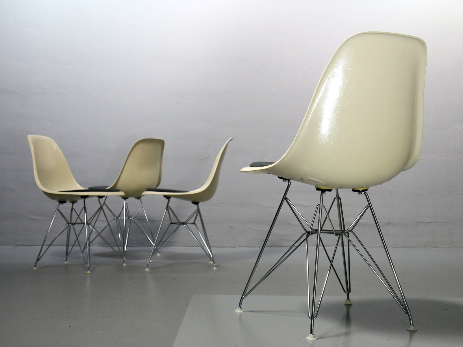 vintage side chairs by charles ray eames for vitra set of 4 for sale at pamono. Black Bedroom Furniture Sets. Home Design Ideas