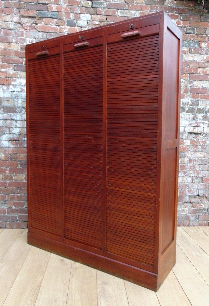 vintage eiche schrank mit drei rollt ren bei pamono kaufen. Black Bedroom Furniture Sets. Home Design Ideas
