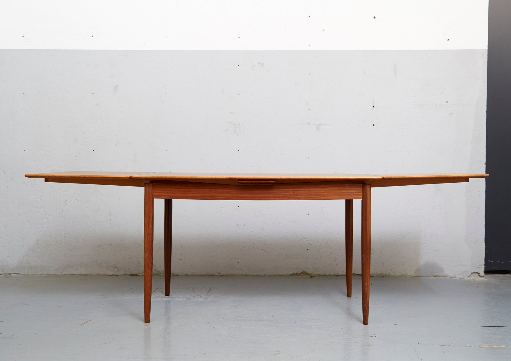 Table de salle manger rallonge mid century en vente for Table salle a manger usage