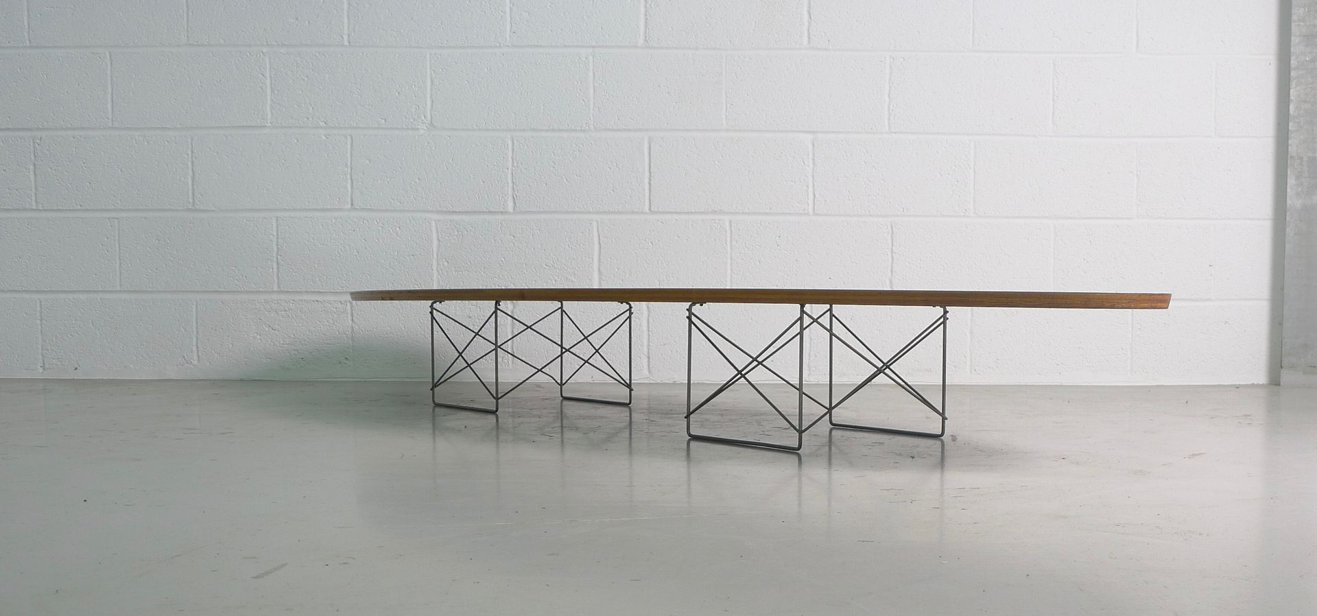 Vintage etr or surfboard table by charles ray eames for for Table ronde charles eames