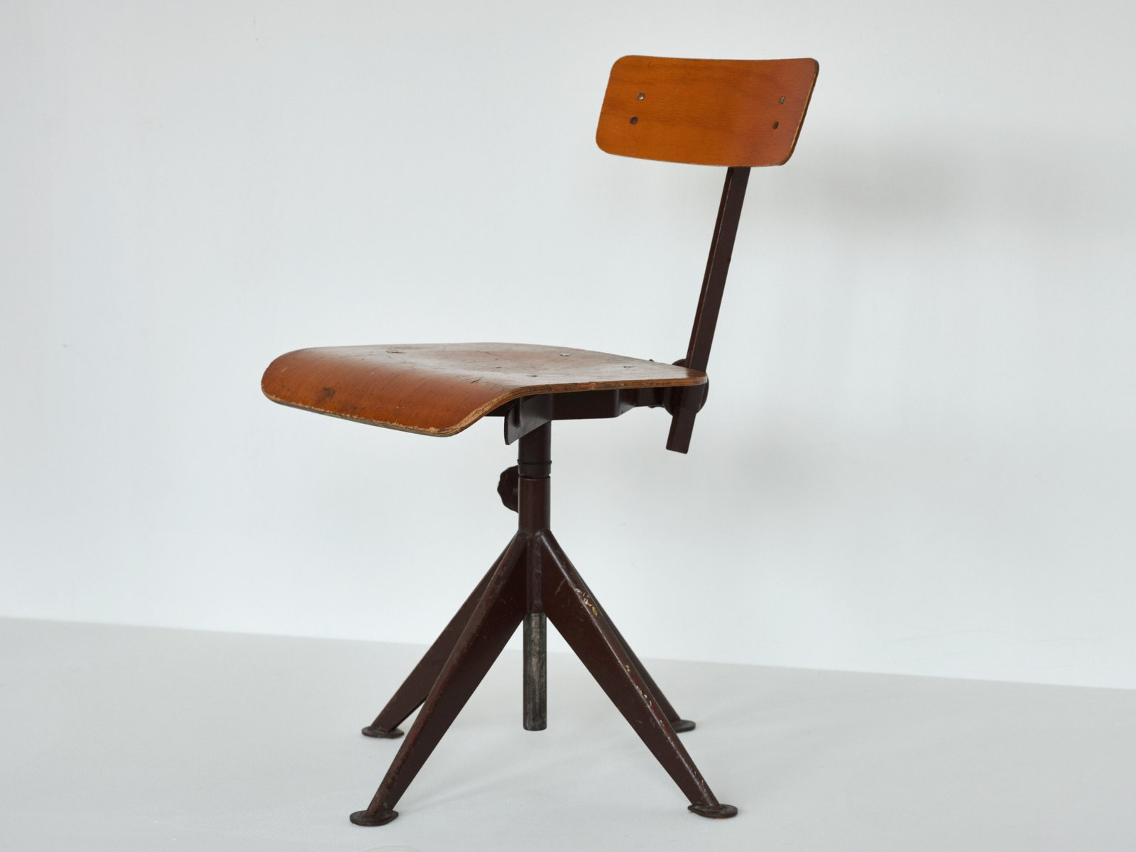 vintage swivel work chair by jean prouve for sale at pamono. Black Bedroom Furniture Sets. Home Design Ideas