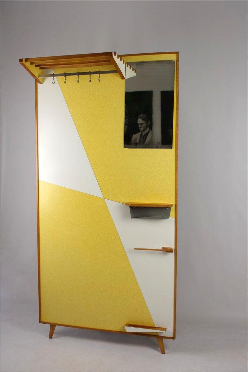 Gelbe vintage garderobe mit geometrischem muster 1966 bei for Garderobe englisch