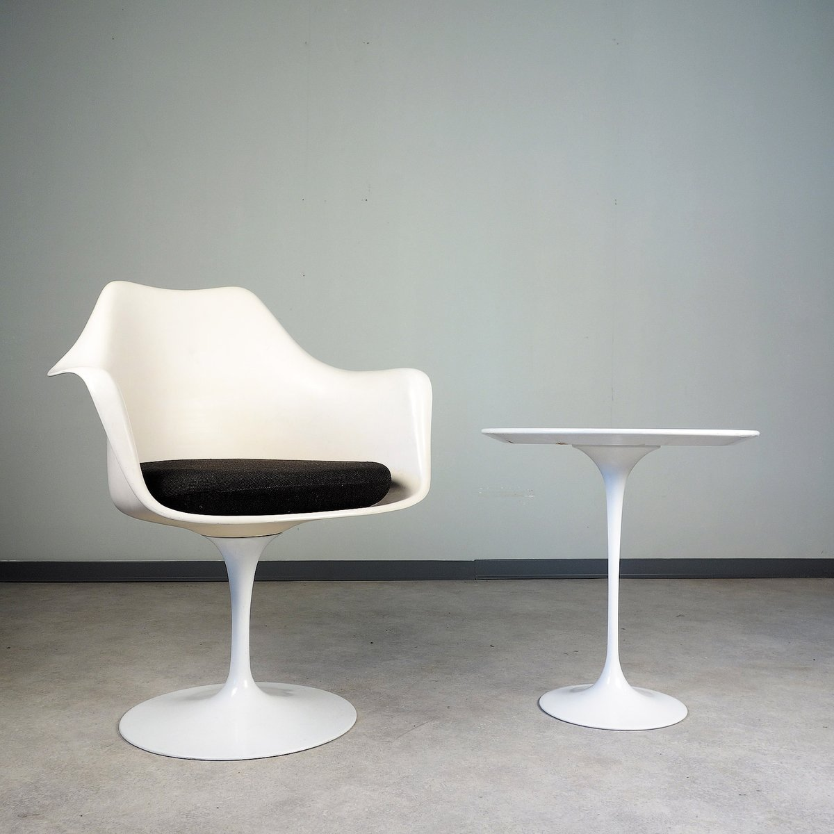vintage tulip armchair by eero saarinen for knoll international for sale at pamono. Black Bedroom Furniture Sets. Home Design Ideas