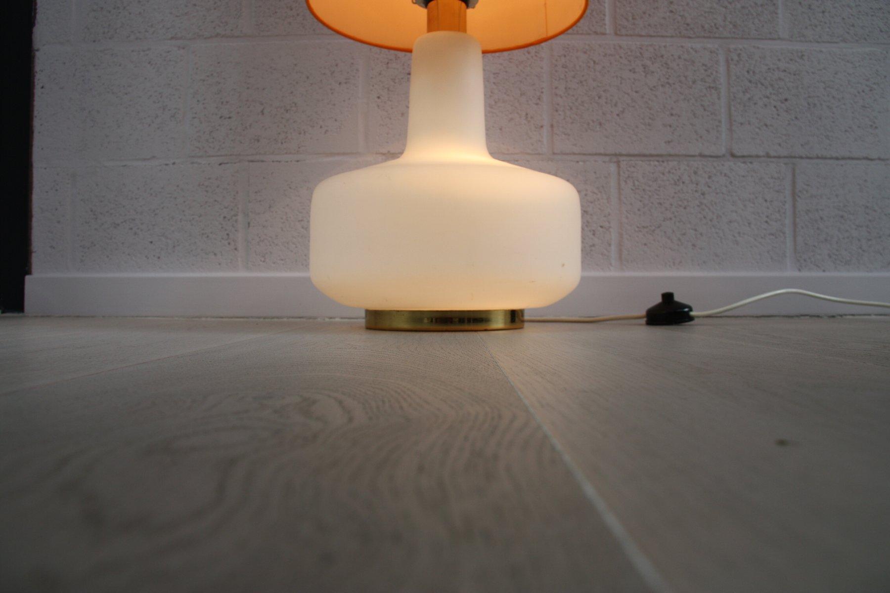 vintage-xl-stehlampe-aus-weissglas-mit-orangenfarbenem-schirm-1960er-10 Faszinierend Stehlampe Studio Schwarz Gold Dekorationen