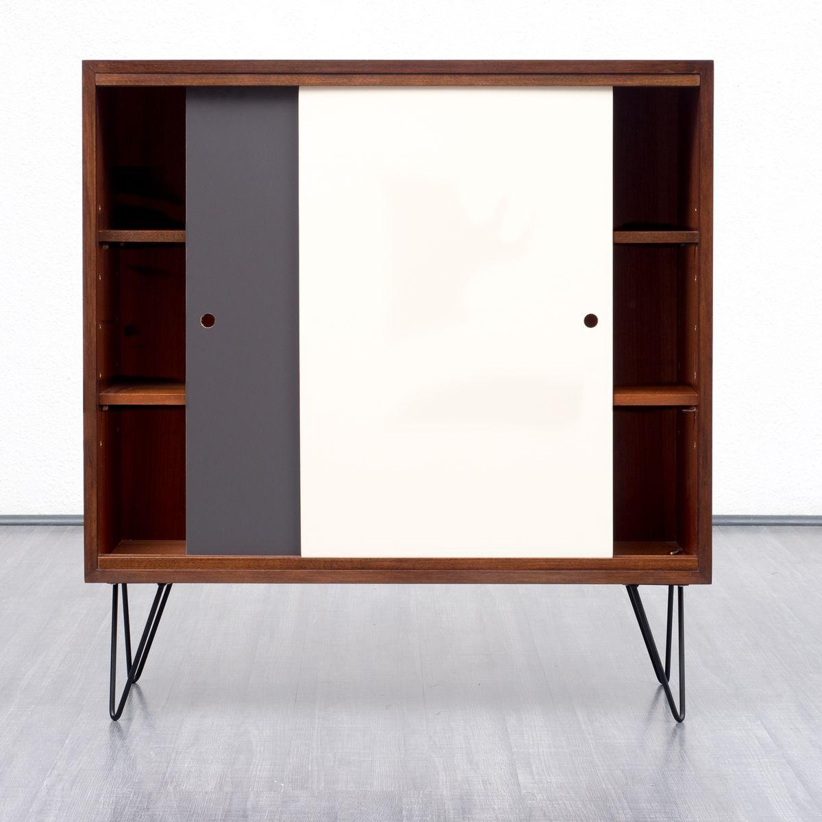 walnuss furnier highboard mit zweifarbigen t ren 1960er. Black Bedroom Furniture Sets. Home Design Ideas