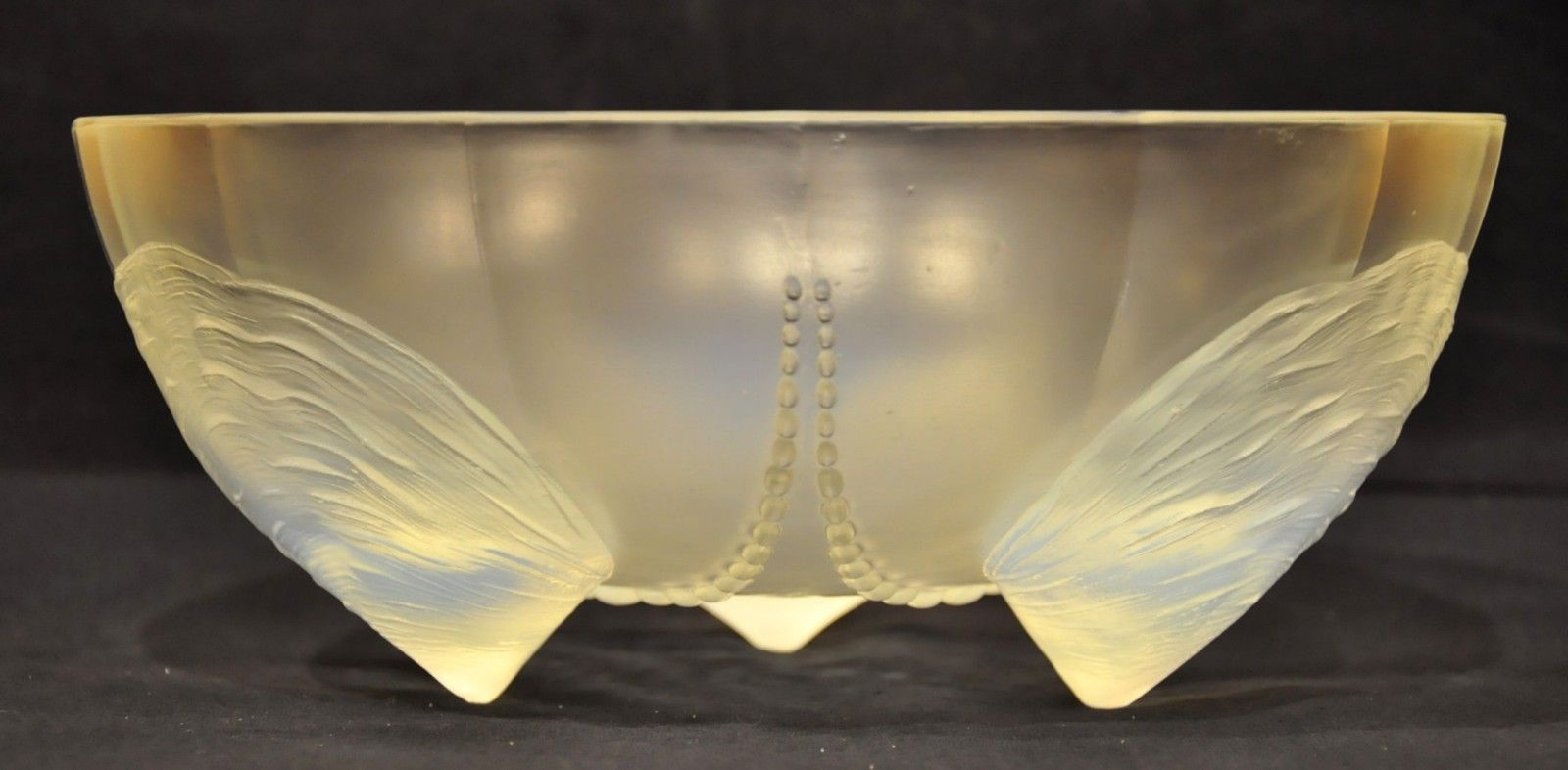 Art deco coquilles et perles bowl in opal glass 1930s for for Art et decoration