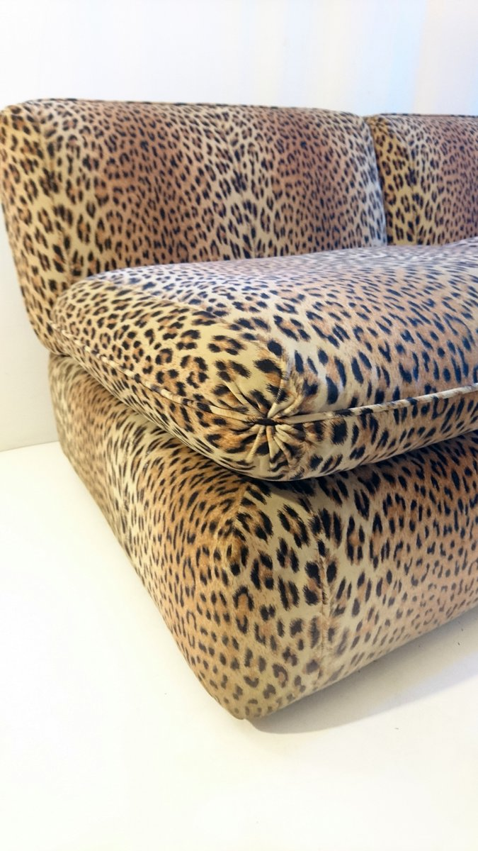 italienisches vintage leopard sofa aus samt von cyrus. Black Bedroom Furniture Sets. Home Design Ideas