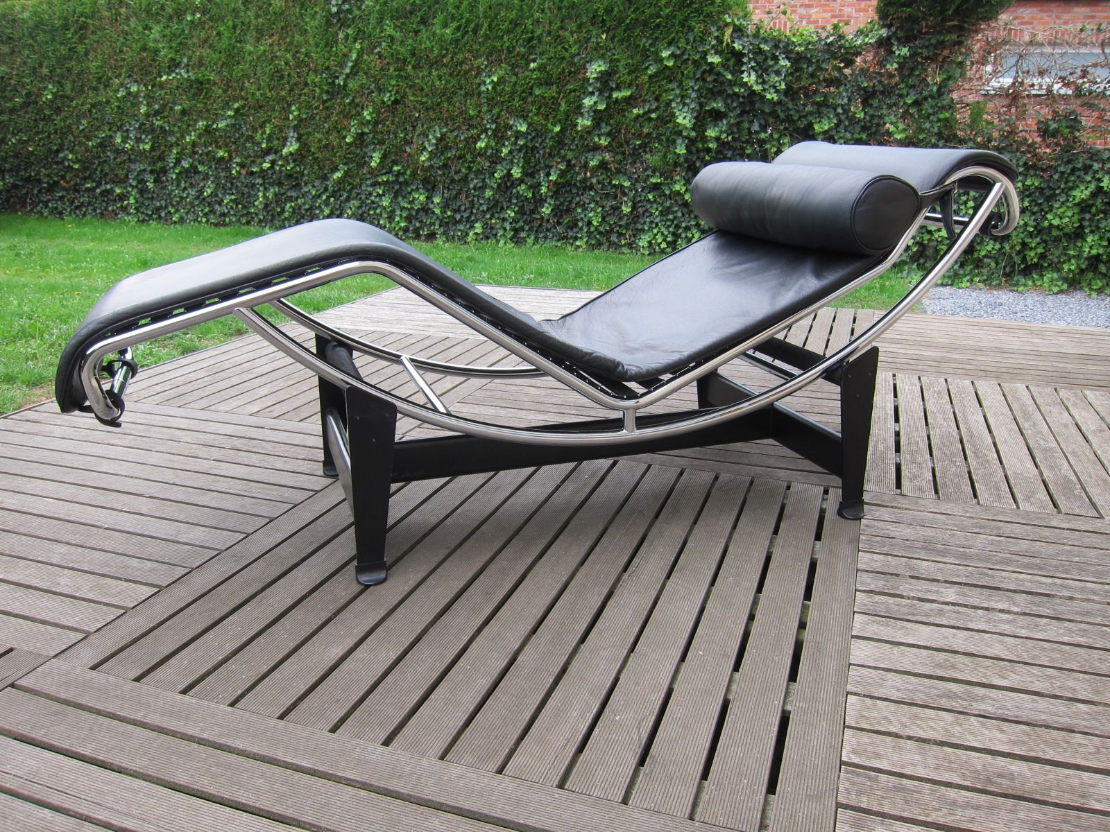 Vintage lc4 chaise longue by le corbusier pierre for Chaise longue lc4 le corbusier 1928