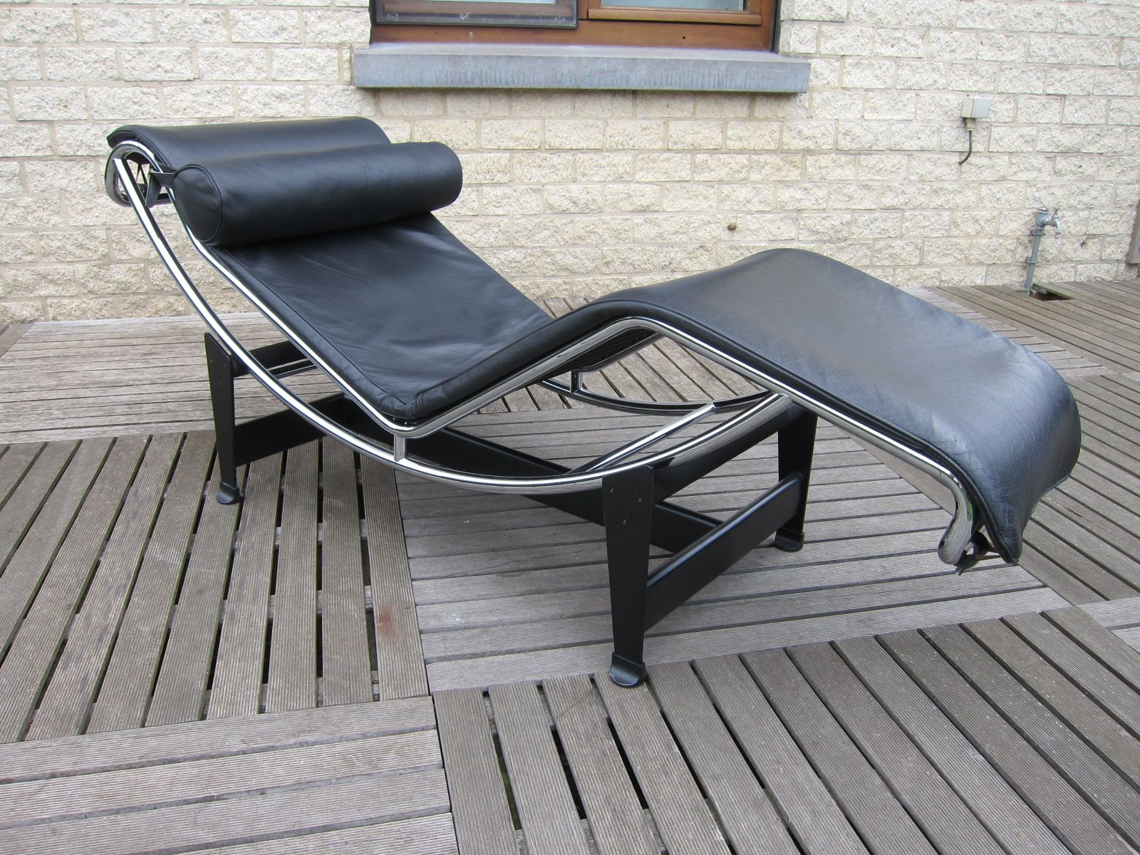 Vintage lc4 chaise longue by le corbusier pierre for Chaise corbusier