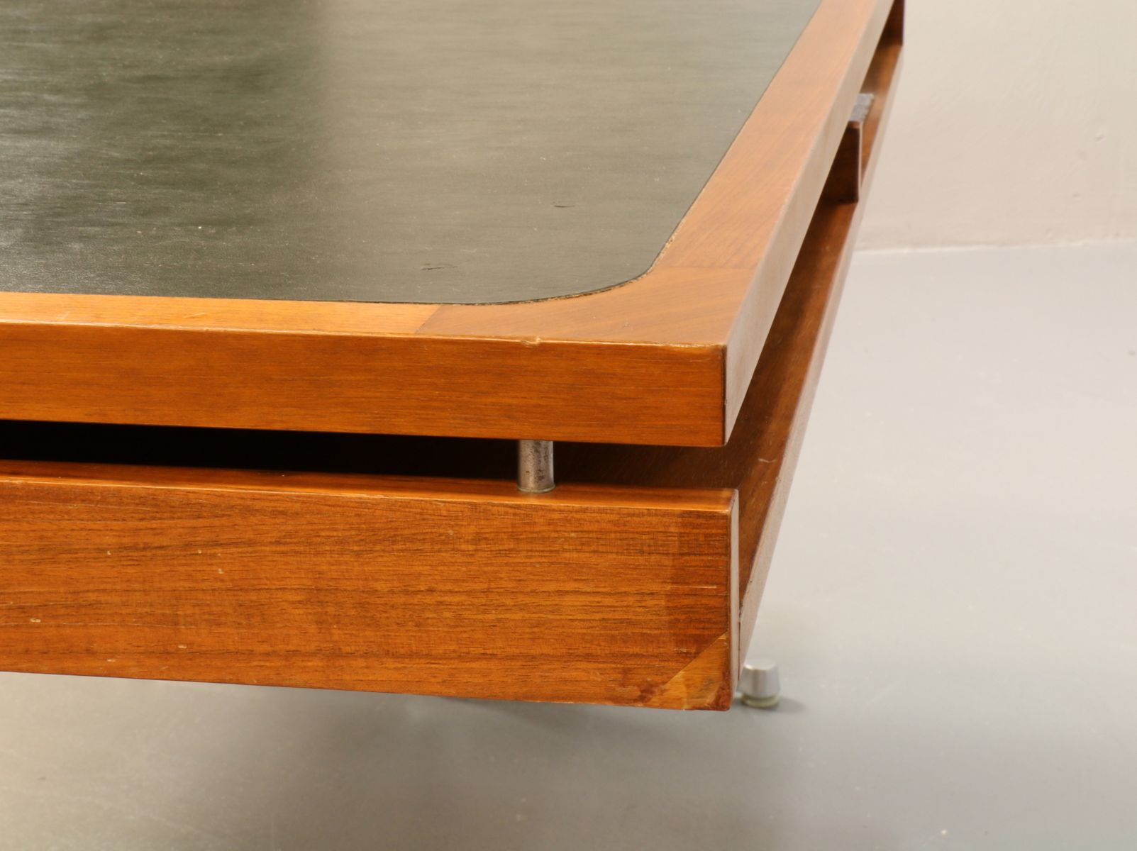 schreibtisch von egon eiermann f r werther classic. Black Bedroom Furniture Sets. Home Design Ideas