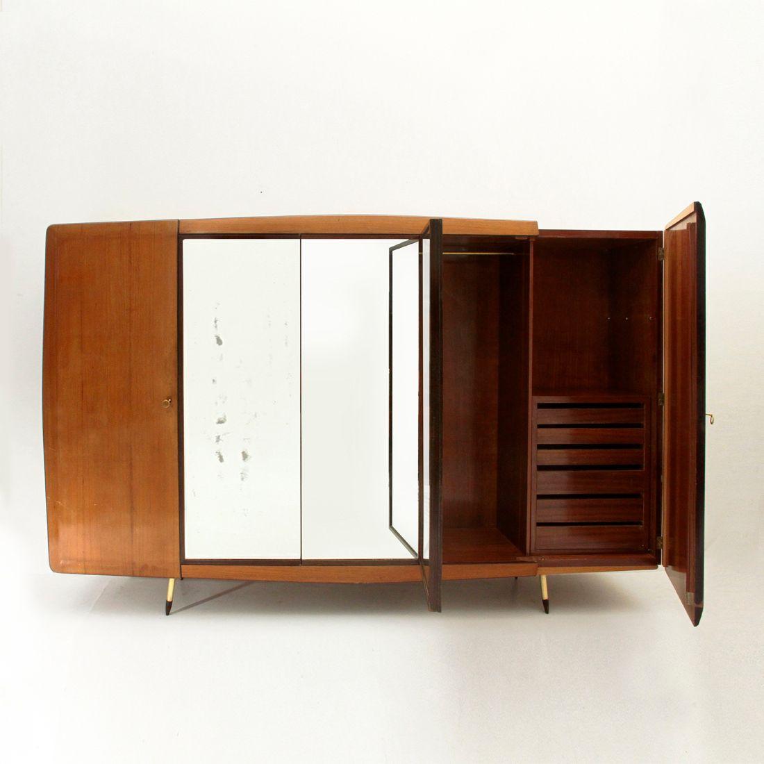 italienischer kleiderschrank mit beinen aus messing von fratelli giussani 1950er bei pamono kaufen. Black Bedroom Furniture Sets. Home Design Ideas