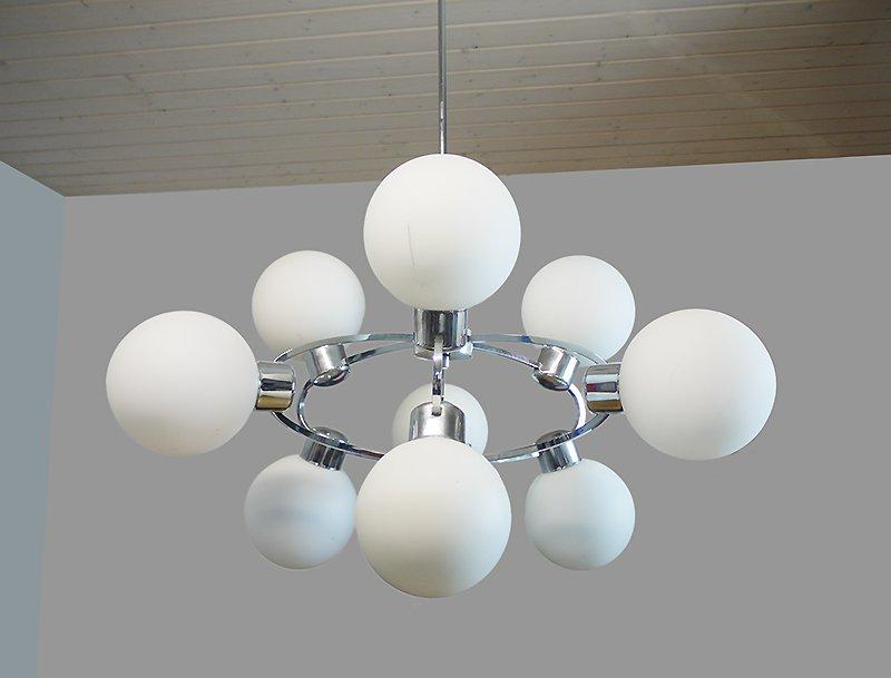 wei er opalglas sputnik kronleuchter 1970er bei pamono kaufen. Black Bedroom Furniture Sets. Home Design Ideas